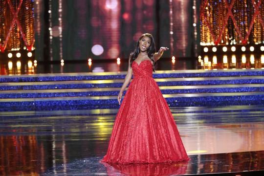 Cận cảnh cô gái đăng quang Tân hoa hậu Mỹ - Ảnh 7.