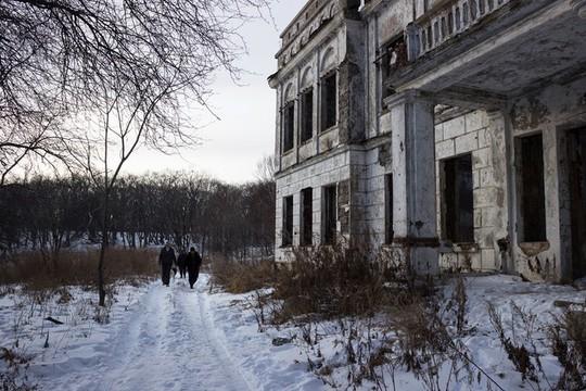 Gia đình Robinson thời hiện đại trên đảo hoang ở Nga - Ảnh 6.
