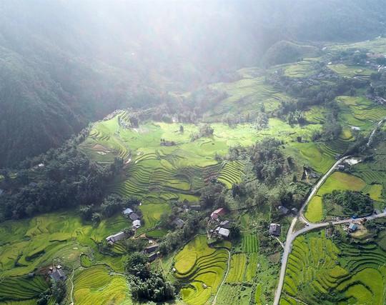Lúa đã chín vàng khắp thung lũng Mường Hoa, xách ba lô lên và đi thôi! - Ảnh 8.