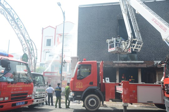 Cháy dữ dội tại ngôi nhà liên quan đến đất công sản dính vụ án Vũ nhôm - Ảnh 18.