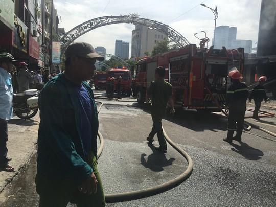 Cháy dữ dội tại ngôi nhà liên quan đến đất công sản dính vụ án Vũ nhôm - Ảnh 6.