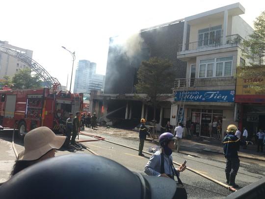 Cháy dữ dội tại ngôi nhà liên quan đến đất công sản dính vụ án Vũ nhôm - Ảnh 7.