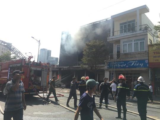 Cháy dữ dội tại ngôi nhà liên quan đến đất công sản dính vụ án Vũ nhôm - Ảnh 8.