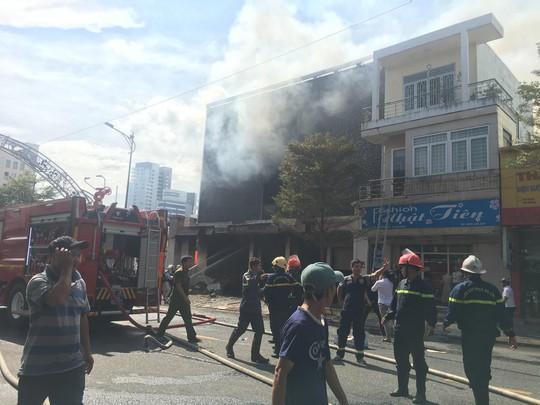 Cháy dữ dội tại ngôi nhà liên quan đến đất công sản dính vụ án Vũ nhôm - Ảnh 10.