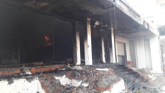 Cháy dữ dội tại ngôi nhà liên quan đến đất công sản dính vụ án Vũ nhôm - Ảnh 15.