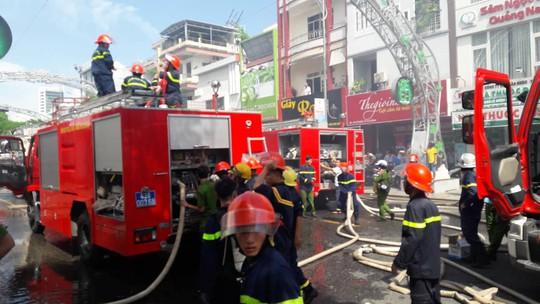 Cháy dữ dội tại ngôi nhà liên quan đến đất công sản dính vụ án Vũ nhôm - Ảnh 16.