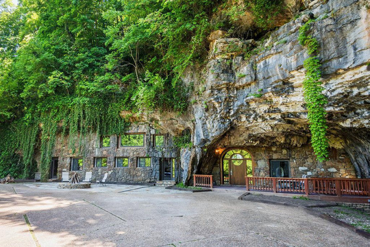 Khám phá ngôi nhà trong hang dành cho các triệu phú USD - Ảnh 1.