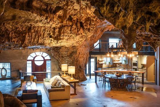 Khám phá ngôi nhà trong hang dành cho các triệu phú USD - Ảnh 2.