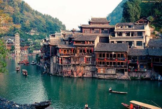 10 cổ trấn Trung Quốc đẹp như phim phải đi thu này - Ảnh 2.