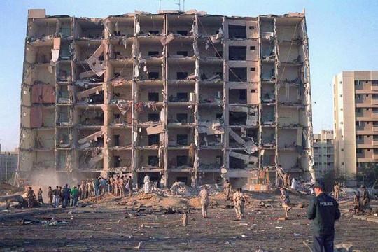 Mỹ yêu cầu Iran bồi thường hơn 100 triệu USD cho vụ đánh bom năm 1996 - Ảnh 1.