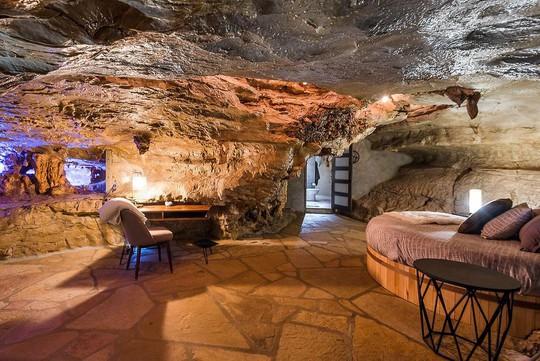 Khám phá ngôi nhà trong hang dành cho các triệu phú USD - Ảnh 8.