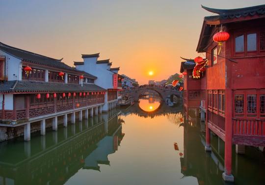 10 cổ trấn Trung Quốc đẹp như phim phải đi thu này - Ảnh 10.