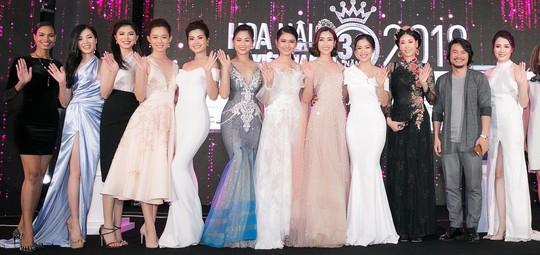 4 người đẹp thế giới xuất hiện trong chung kết Hoa hậu Việt Nam 2018 - Ảnh 3.