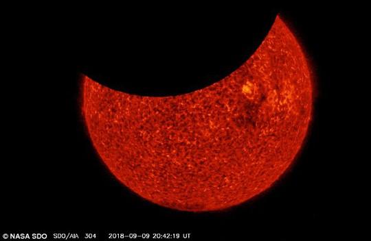 Ảnh độc từ NASA: 2 lần nhật thực trong vòng 6 giờ! - Ảnh 2.
