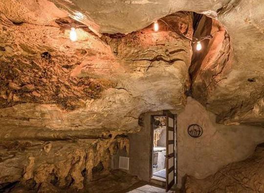 Choáng váng trước căn hộ nằm giữa lòng hang động - Ảnh 15.