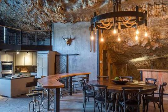 Choáng váng trước căn hộ nằm giữa lòng hang động - Ảnh 16.