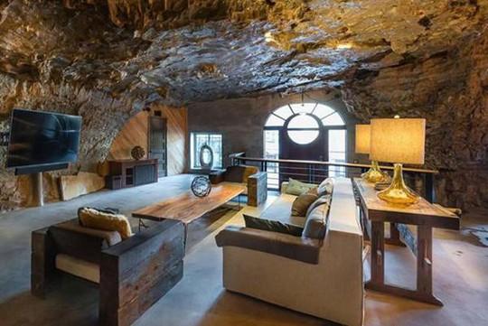 Choáng váng trước căn hộ nằm giữa lòng hang động - Ảnh 17.