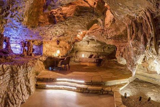 Choáng váng trước căn hộ nằm giữa lòng hang động - Ảnh 18.