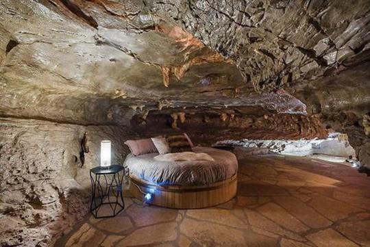 Choáng váng trước căn hộ nằm giữa lòng hang động - Ảnh 19.