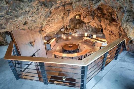 Choáng váng trước căn hộ nằm giữa lòng hang động - Ảnh 2.