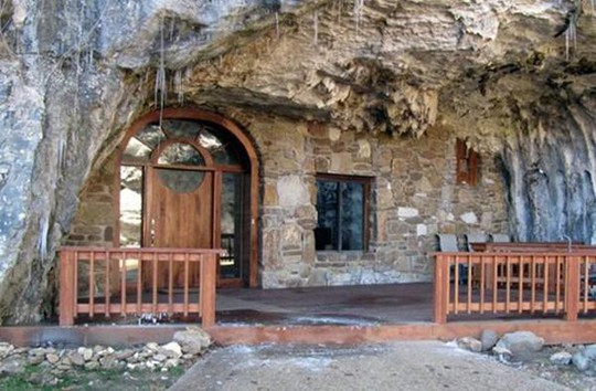 Choáng váng trước căn hộ nằm giữa lòng hang động - Ảnh 3.