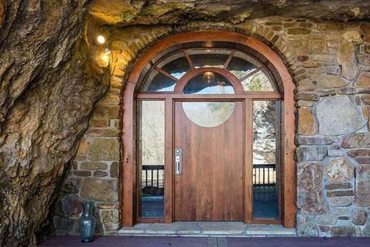 Choáng váng trước căn hộ nằm giữa lòng hang động - Ảnh 4.
