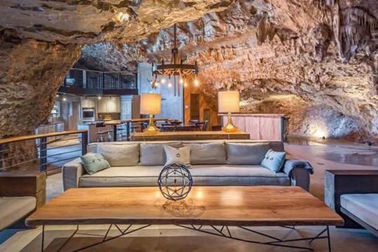 Choáng váng trước căn hộ nằm giữa lòng hang động - Ảnh 6.