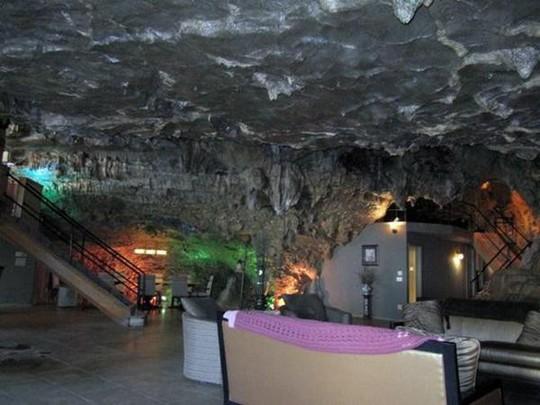 Choáng váng trước căn hộ nằm giữa lòng hang động - Ảnh 7.