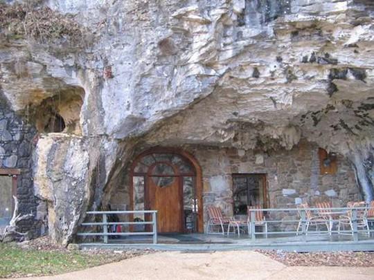 Choáng váng trước căn hộ nằm giữa lòng hang động - Ảnh 8.
