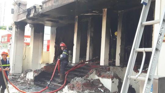 Bàn giao 2 công nhân gò hàn trong vụ cháy quán bar Leo ở Đà Nẵng - Ảnh 2.