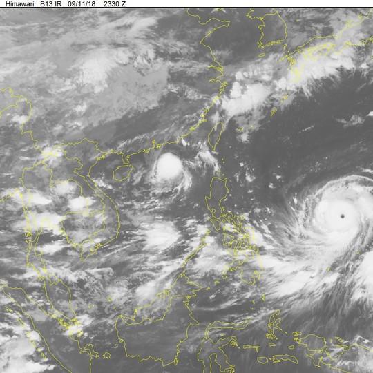 Bão số 5 sầm sập vào bờ, siêu bão Mangkhut uy hiếp biển Đông - Ảnh 2.