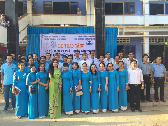 Trao tặng 101 tủ sách cho học sinh tại Quảng Ngãi - Ảnh 2.