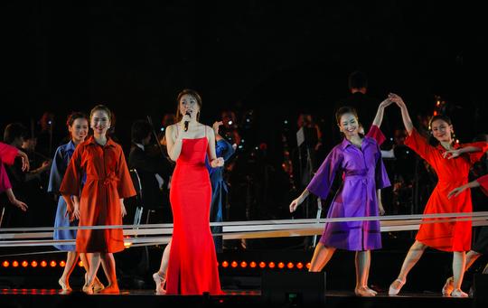 Mỹ Tâm đốt cháy sân khấu Hoàng Thành Thăng Long - Ảnh 3.
