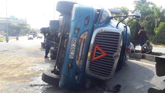 Xe tải càn Quốc lộ 91, 10 người đi xe máy bị thương - Ảnh 4.
