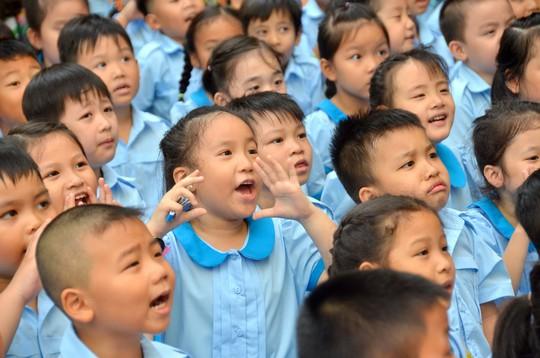 Không lợi dụng việc tài trợ giáo dục để ép buộc đóng góp - Ảnh 1.