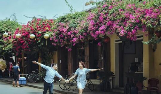 Ngắm nhà cổ Hội An đẹp lịm tim với giàn hoa giấy - Ảnh 2.