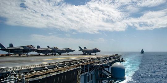 Lầu Năm Góc nóng mặt với tàu chiến Nga, Mỹ triển khai F-35 tới Syria? - Ảnh 3.