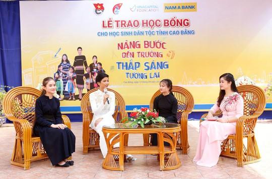 Nam A Bank mang học bổng đến học sinh dân tộc thiểu số tỉnh Cao Bằng - Ảnh 2.