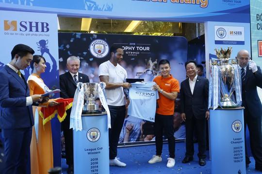Quang Hải nói gì khi bầu Hiển muốn đưa anh sang Manchester City? - ảnh 1