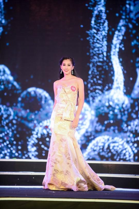 Cận cảnh nhan sắc Tân Hoa hậu Việt Nam 2018 Trần Tiểu Vy - ảnh 6