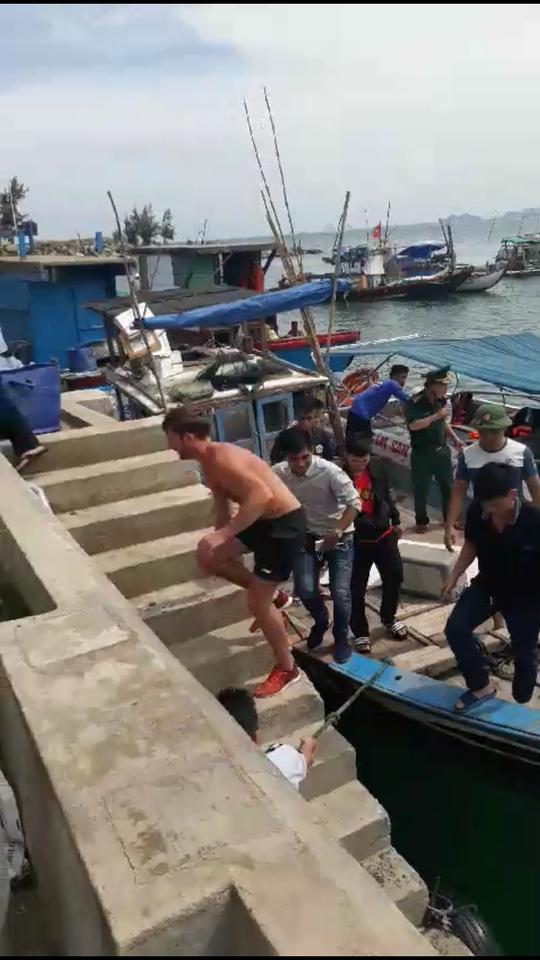 Giải cứu du khách người Anh bị mắc kẹt ở bán đảo Sơn Trà - Ảnh 1.