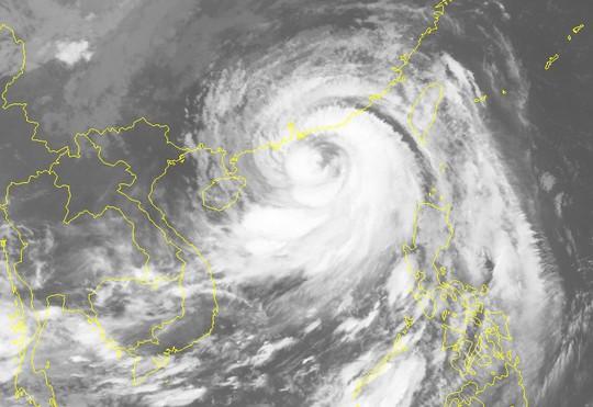 Siêu bão Mangkhut đổ bộ vào Trung Quốc, suy yếu nhanh - Ảnh 2.