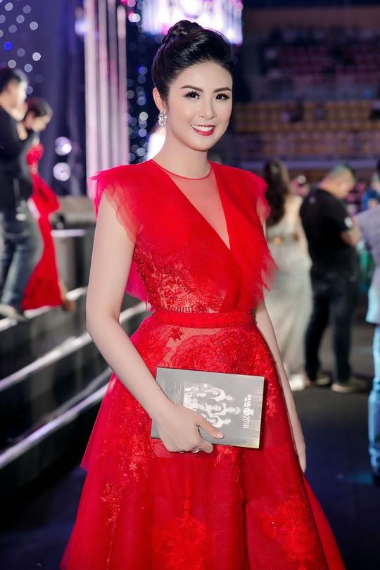 Thảm đỏ hoa hậu Việt Nam 2018: Dàn người đẹp khoe sắc - Ảnh 5.
