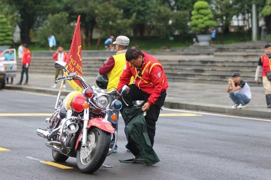 Những chàng lãng tử bên siêu xe mô tô - Ảnh 4.