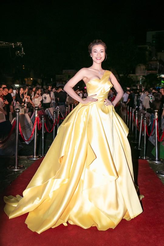 Thảm đỏ hoa hậu Việt Nam 2018: Dàn người đẹp khoe sắc - Ảnh 8.