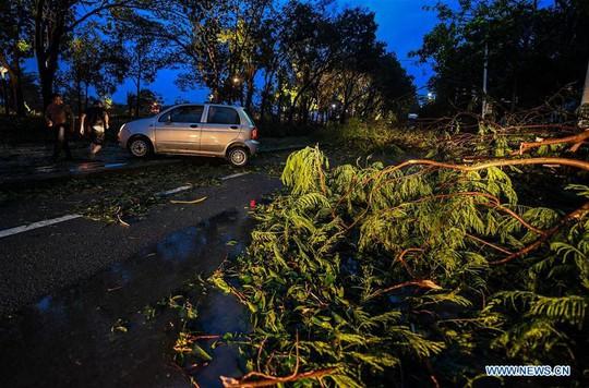Trung Quốc chống chọi bão Mangkhut, 2 người thiệt mạng - Ảnh 1.