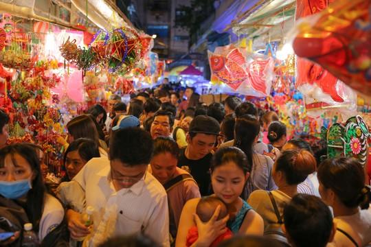 Phố lồng đèn Sài Gòn ngộp thở trước Tết Trung thu - Ảnh 11.