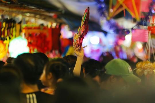 Phố lồng đèn Sài Gòn ngộp thở trước Tết Trung thu - Ảnh 5.