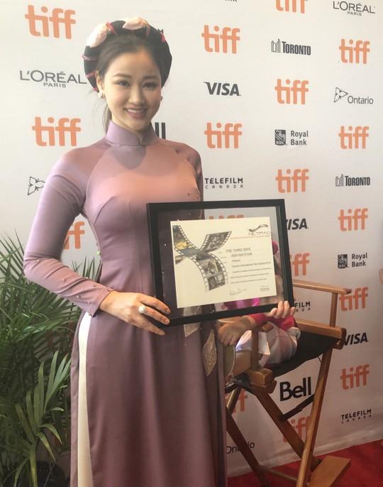 Maya tỏa sáng ở Liên hoan phim Toronto - Ảnh 3.