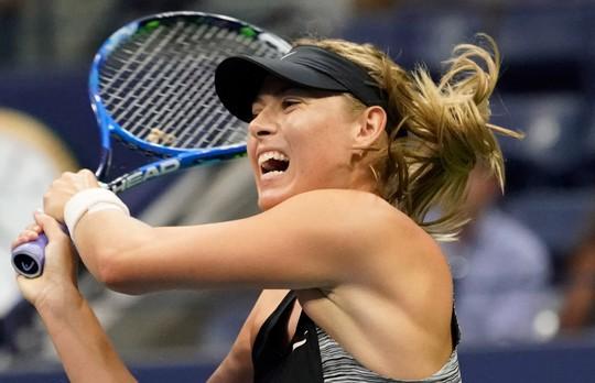 Clip: Federer, Sharapova đánh bại đàn em, vào vòng 4 US Open - Ảnh 8.